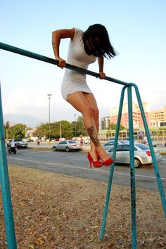 Workout anywhere. Bar muscleup. Fit girls. WODshop.com