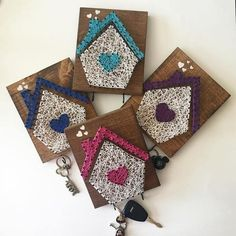 This listing is for a key holder house string art, ordering about 9 x 12 to measure. String Wall Art, Nail String Art, String Crafts, String Art Templates, String Art Tutorials, String Art Patterns, Cute Crafts, Crafts To Make, Arts And Crafts