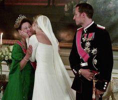 Crown Princess Mette-Marit hugs her mother-in-law; wedding of Crown Prince Haakon of Norway and ms. Mette-Marit Tjessem Høiby, August 25th 2001