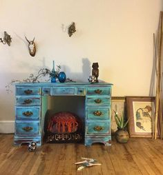 Using CeCe Caldwell's Chalk + Clay Paint in Santa Fe Turquoise, Girl in Blue Designs created this beautiful fluid desk.