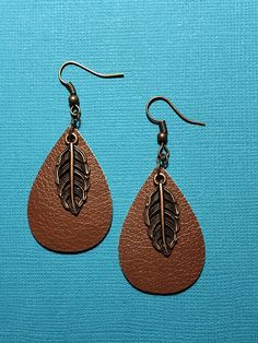 Small brown leather teardrop. They have a bronze/cooper leaf dangle on top. If the large leather earrings are too large for you these teardrops will be perfect. All rings and hooks are nickel free. #890