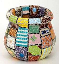 mosaic planters pot in squares and rectangles Mosaic Planters, Mosaic Garden Art, Mosaic Vase, Mosaic Flower Pots, Mosaic Birds, Mosaic Mirrors, Mosaic Crafts, Mosaic Projects, Mosaic Ideas