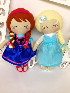 Frozen Anna and Elsa Dolls Frozen Dolls Elsa by SewManyPretties, $115.00 #frozen #frozenparty