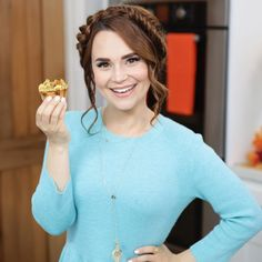Rosanna Pansino Nerdy Nummies, American Actress, Autumn Fashion, Turtle Neck, Actresses, Celebrities, Fall, Instagram Posts, Outfits