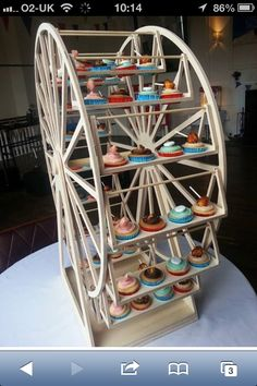 Ferris wheel cup cakes! Fairground party ideas! (Found by Piping Dreams- Facebook group Janine is the baker)