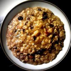 Morgen-æblegrød med mandler & rosiner Bombe Recipe, Cook Up A Storm, Oatmeal, Good Food, Food And Drink, Tasty, Vegan, Dinner, Cooking