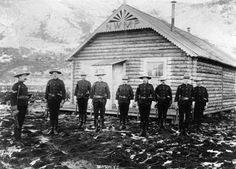 North-West Mounted Police at Dawson City, Yukon, Canada. Canadian History, American History, Ruée Vers L'or, Alaska, Yukon Territory, Black Hills Gold Jewelry, Le Far West, Mountain Man, Gold Rush