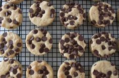 Chocolate Chip Blondies Non Dairy Desserts, Chocolate Chip Blondies, Delicious Deserts, Pretty Cakes, Cookie Bars, Delish, Sweet Treats, Favorite Recipes, Sweets