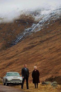 two people that I love: Daniel Craig & Judi Dench. Skyfall- This scene between James Bond & M was shot at Glen Coe. James Bond Skyfall, James Bond Movies, James Bond Car, Aston Martin Db5, Judi Dench, Film D'animation, Film Stills, Daniel Craig James Bond, Craig Bond