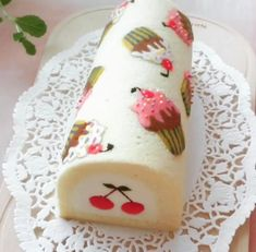 Pretty Cakes, Cute Cakes, Beautiful Cakes, Cake Roll Recipes, Dessert Recipes, Swiss Roll Cakes, Log Cake, Cute Desserts, Pastry Cake