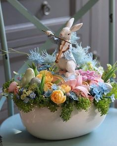 Flower Boxes, Diy Flowers, Flower Decorations, Table Decorations, Topiary, Spring Crafts, Easter Crafts, Floral Arrangements, Ann