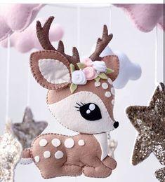 Fleece Crafts, Felt Crafts Diy, Christmas Projects, Christmas Crafts, Felt Christmas Decorations, Felt Christmas Ornaments, Felt Animal Patterns, Stuffed Animal Patterns, Baby Mobile