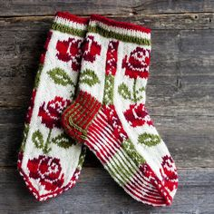 Wool socks knitted in Finland. Why am I so fascinated with color work? Wool socks knitted in Finland. Why am I so fascinated with color work? Crochet Socks, Knit Mittens, Knitting Socks, Mitten Gloves, Hand Knitting, Knitting Patterns, Knit Crochet, Crochet Patterns, Patterned Socks