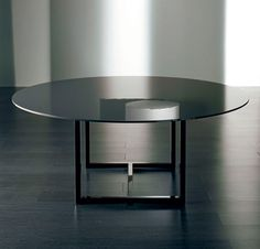 Meridiani Irons Round Lacquer