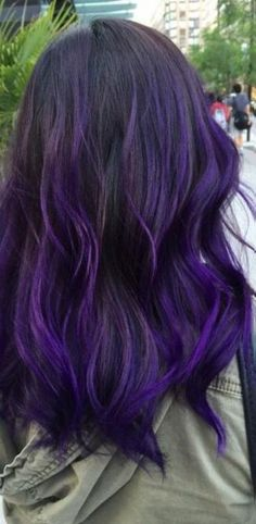 Hair Black Purple Dip Dye 59 Ideas You are in the right place about short purple hair Here we Hair Colors For Blue Eyes, Deep Purple Hair, Bright Purple Hair, Purple Dip Dye, Purple Hair Highlights, Purple Wig, Hair Color Purple, Hair Dye Colors, Hair Color For Black Hair