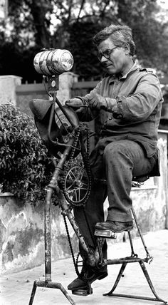 Cucinotta Giuseppe #TuscanyAgriturismoGiratola School Pictures, Funny Pictures, Vintage Photographs, Vintage Photos, Knife Grinder, Old Photography, Working People, Old London, Street Photo