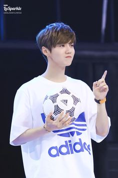 鹿晗 Luhan at Addidas new product release conference