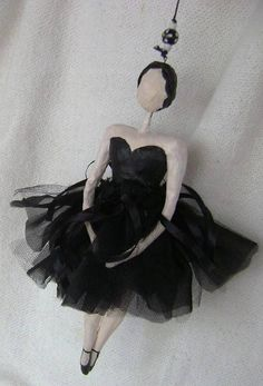 Bailarina de papel machê e tecidos - Tamanho G (28 cm) - Móbile R$ 120,00