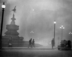 Heavy smog in Piccadilly Circus, London, December, 1952 - From Central Press/Hulton Archive/Getty Images