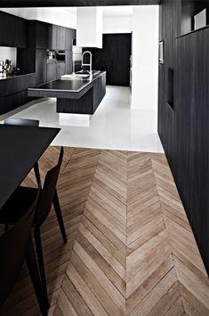 Place Victor Hugo (Desire To Inspire) Open Plan Kitchen Living Room, Kitchen Room Design, Modern Interior, Home Interior Design, Planchers En Chevrons, Küchen Design, House Design, Best Wood Flooring, Wood Floor Design