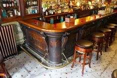 Victorian bar in Philadelphia. Tour an original Victorian bar in historic Old City Philadelphia. Pub Bar, Restaurant Bar, Restaurant Design, Victorian Bar, Victorian Decor, Philadelphia Bars, Pub Interior, Pub Design, Vintage Bar