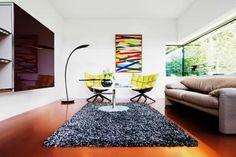 Wohnzimmer mit farbigem Kunstharz-Fußboden