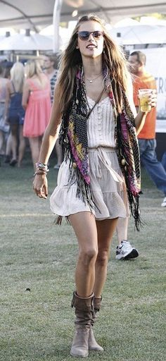 the Coachella hippie look...this is how i would dress if i could!