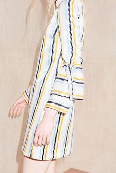 See the complete Victoria Victoria Beckham Resort 2018 collection.