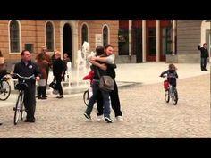 Abrazos gratis en Sondrio, Italia 15 mayo 2010