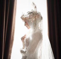 "Aini Griya Pengantin di Instagram ""Wedding @e.triyanuari❤️❤️❤️❤️ Makeup @indah_aini_makeupartist for @aini_griya_pengantin Attire &Accesories @aini_griya_pengantin Henna…"" Muslimah Wedding Dress, Muslim Wedding Dresses, Foto Wedding, Wedding Bride, Wedding Vintage, Wedding Photography Poses, Wedding Poses, Vintage Photography, Indonesian Wedding"