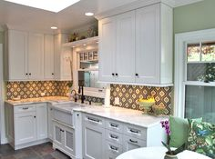 Edgewater Studio's Gallery of custom glass tiles. From kitchens to bathrooms, foyers to fireplaces. Custom wall features, art glass tiles, floor inlays and medallions. Custom Glass, Custom Wall, Beach House Kitchens, Home Kitchens, Back Painted Glass, Moroccan Pattern, Beautiful Kitchens, Tile Design, Mosaic Glass