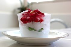 Red rose frozen in square ice- cool centerpiece even if it does melt     #party #interiordesign