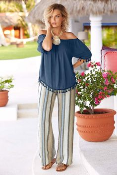 Stylish Summer Outfit Ideas with Wide Leg Pants 20 stilvolle Sommer-Outfit-Ideen mit weiten Hosen - Summer Pants Outfits, Stylish Summer Outfits, Spring Outfits, Cute Outfits, Wide Leg Pants Outfit Summer, Casual Summer, Summer Dresses, Over 50 Womens Fashion, Fashion Over 50