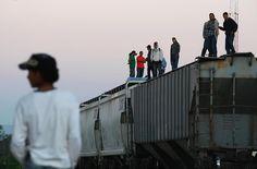 Menschenhandel, Erpressung und Prostitution bedeuten für sie ein lukratives Geschäft. So verschwinden immer wieder Migranten aus mittelamerikanischen Staaten, die Mexiko auf ihrer Reise in die USA durchqueren. Die Banden nehmen sie gefangen und ...