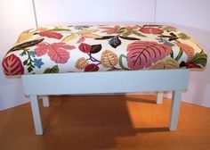 How to turn an old, ugly coffee table into a bench!  Hate the fabric choice here, but I will totally be doing this!
