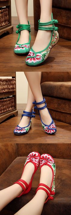 Floral Embroidery Chinese Knot National Wind Lace Up Flat Shoes is cheap and comfortable. There are other cheap women flats and loafers online. Pretty Shoes, Beautiful Shoes, Cute Shoes, Me Too Shoes, Sock Shoes, Shoe Boots, Shoes Sandals, Flat Shoes, Heels