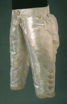 1766 Tenue de Gustave III de Suède Livrustkammaren. This photo give close view of the cut of men pants. So very different to what we may have expected. M de L