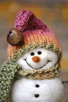 Needle Felted Snowman. Love the smile!