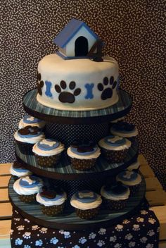 love this idea for his smash cake on top - guest cupcakes below - have to get paw print cloth