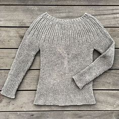 The Bellis Rib is a simple and classic ribbed sweater. The Bellis Rib is a simple and classic ribbed sweater. Sweater Knitting Patterns, Cardigan Pattern, Knitting Designs, Knit Patterns, Hand Knitting, Pullover Rock, How To Purl Knit, Cool Sweaters, Knit Sweaters