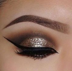 25 Stylishly Festive Christmas Makeup Ideas