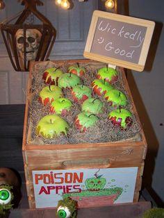 Poison Apples - credit to / Halloween Forum Halloween Prop, Halloween Outside, Fröhliches Halloween, Halloween Karneval, Halloween Goodies, Halloween Haunted Houses, Halloween Birthday, Holidays Halloween, Disney Halloween Decorations