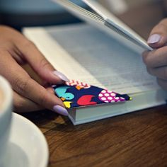 How to make a Duck Tape corner bookmark