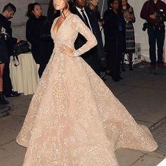 She is so beautiful ( her ig: @madisonbeer ) #makeupart #fashion #fashionaddict #makeupaddict #style #styleaddict #instalike #instagram #instabeauty #instafashion #instacute #instaday #followme #like #follow #prettypeople #inspiration #inspo #inspopage #inspirationphoto #madisonbeer #beautifuldresses #dress #queen #goddess