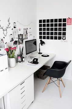 Use a wall calendar to accent your space. // This could be useful for keeping my assignments and lesson plans organized. #office