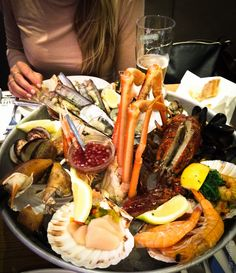 The SEAFOOD BAR AMSTERDAM // www.byrust.no/blogg Cheesesteak, Amsterdam, Seafood, Bar, Ethnic Recipes, Sea Food
