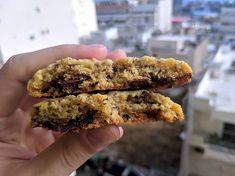 Φτιάξε κλασικά αμερικάνικα soft cookies με σοκολάτα Cookies, Desserts, Food, Crack Crackers, Tailgate Desserts, Deserts, Biscuits, Essen, Postres