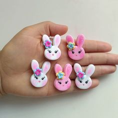 Aline Pavão (@alinepavao27) • Fotos e vídeos do Instagram Cute Polymer Clay, Polymer Clay Charms, Clay Crafts, Arts And Crafts, Clay Mugs, Fabric Toys, Clay Figures, Clay Animals, Ceramic Flowers