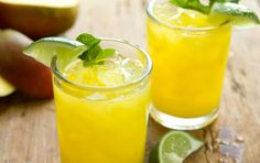 Mango Agua Fresca // A terrific thirst quencher on a hot summer day! #recipe #summer Mango Salsa, Mango Margarita, Refreshing Drinks, Summer Drinks, Fun Drinks, Beverages, Healthy Cocktails, Cold Drinks, Jus