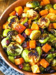 Honey Roasted Brussels Sprouts with Butternut Squash and Cranberries - Chocolate cupcakes decoration - Pecan Pie Coconut Poke Cakes, Coconut Cheesecake, Cheesecake Recipes, Cupcake Recipes, Coconut Frosting, Caramel Cheesecake, Dessert Recipes, Nutella Chocolate Cake, Chocolate Chip Cupcakes